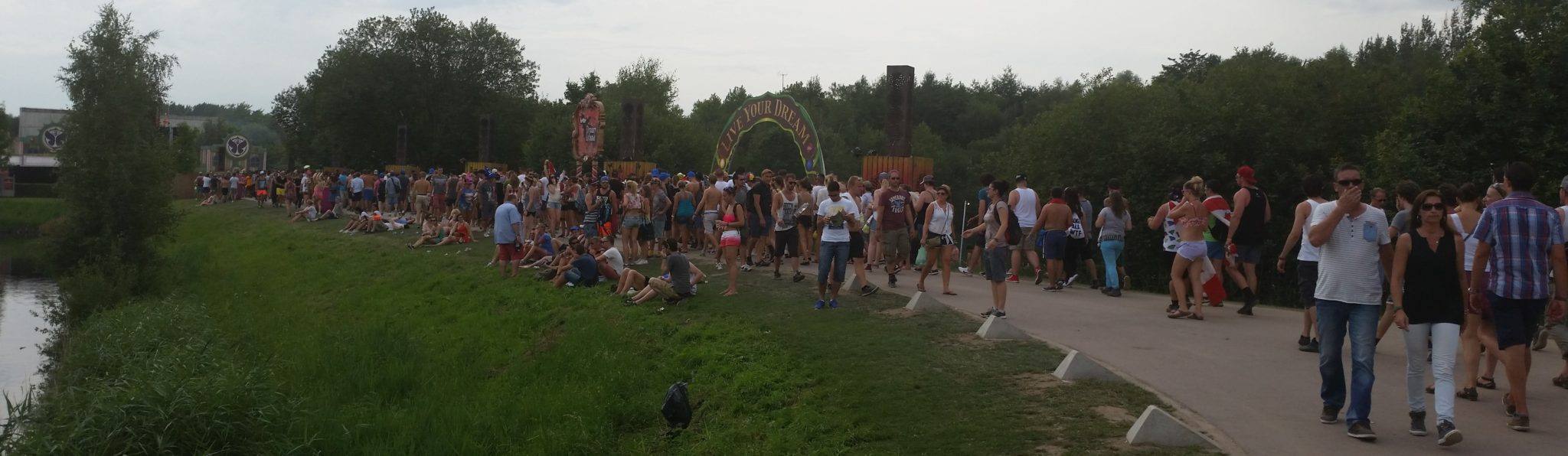 Tomorrowland cesta