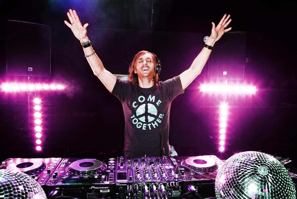 "David Guetta přichází s novinkou ""Lovers on the Sun""."