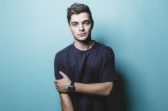 Martin Garrix přinesl na silvestra New Year Eve mix.